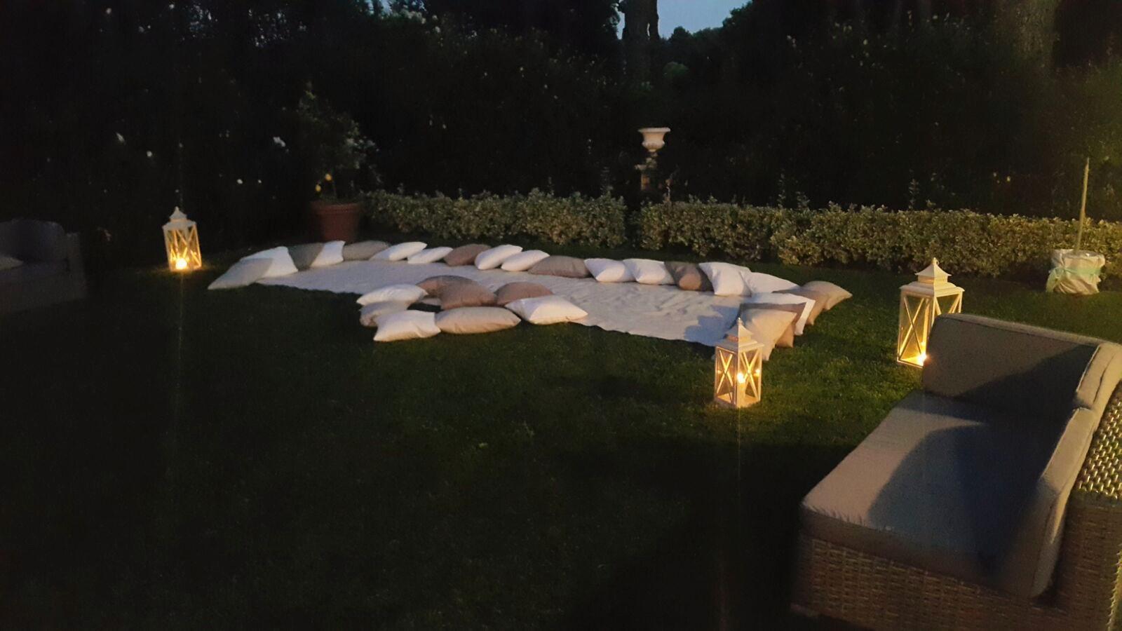 Cuscini e Lanterne a Villa Majestic
