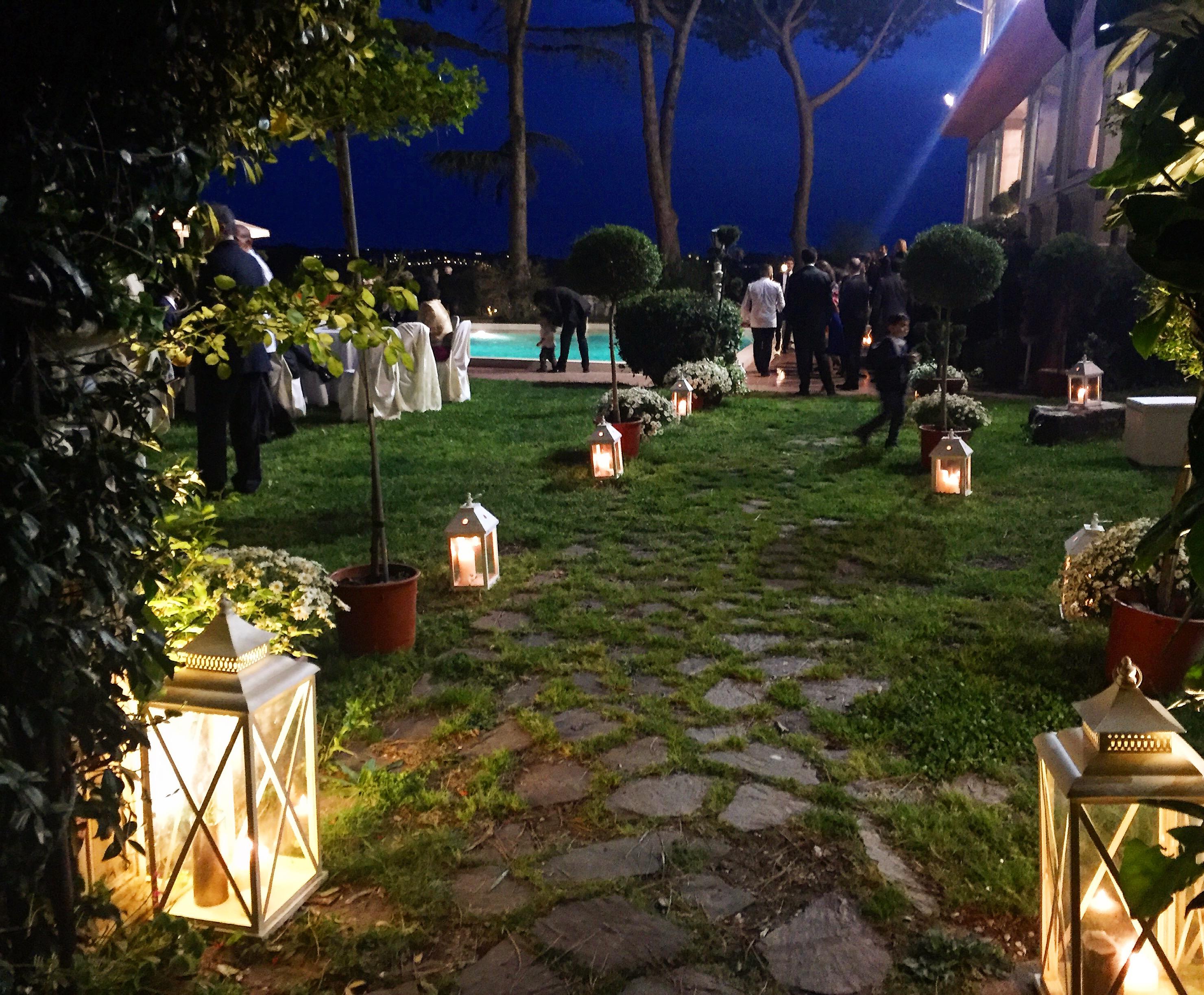 Illuminazione scenografica con lanterne di Villa Majestic